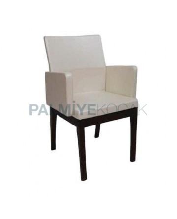 Beyaz Deri Döşemeli Venge Boyalı Ahşap Sandalye