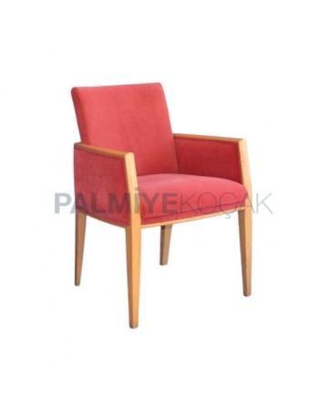 Kırmızı Kumaşlı Ahşap Natural Boyalı Kollu Sandalye
