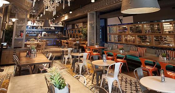 Metal Sandalye Mdflam Kare Restoran Masası Restoran Tasarımı